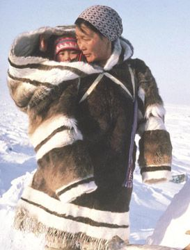 Inuit woman carry baby in amauti